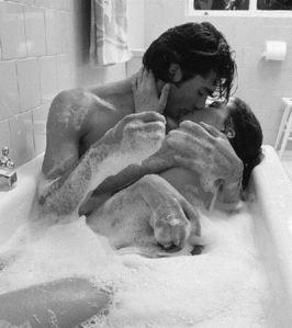 gSoE5BjDTQ66yo8alX4o_bathtub_sex